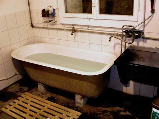 Die erste Badewanne